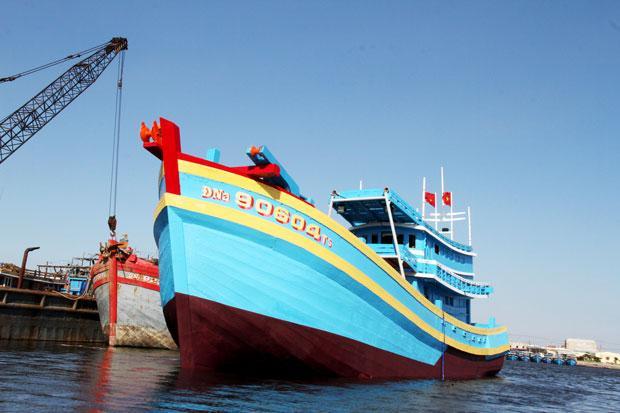 Tàu lớn ra Hoàng Sa